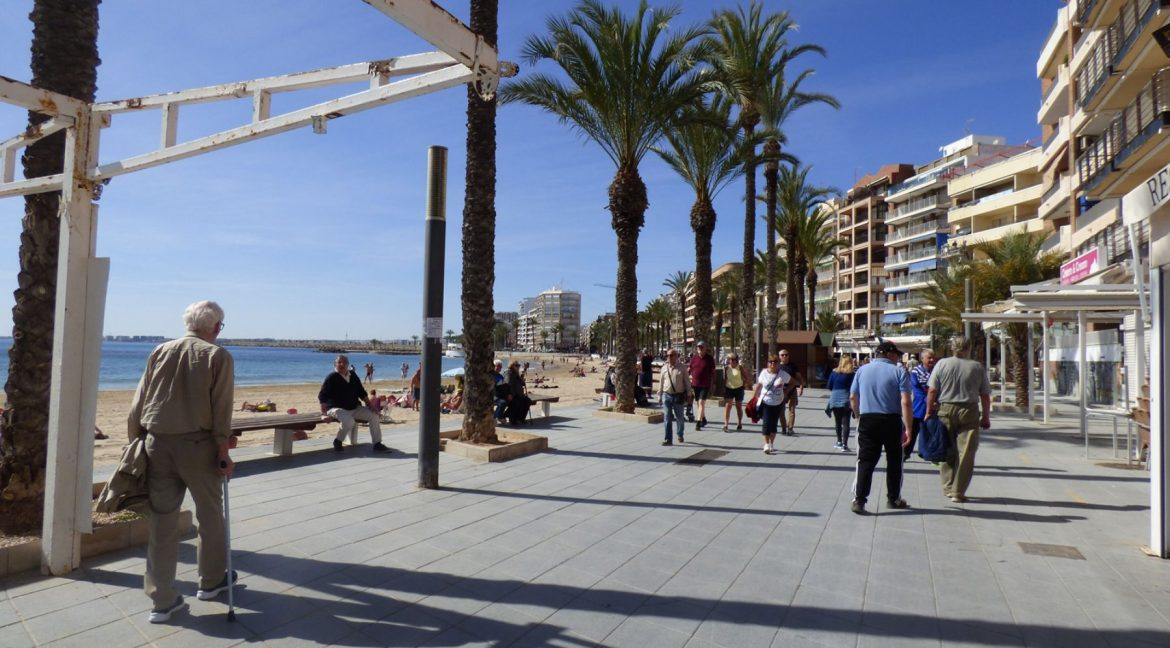 3 Bedrooms Apartment For Sale in First Line of Beach Torrevieja (28)