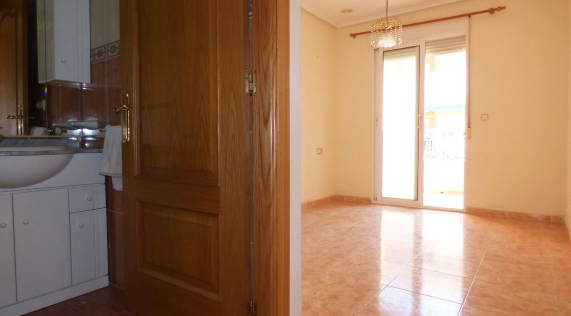 3 Bedrooms Apartment For Sale in First Line of Beach Torrevieja (5)