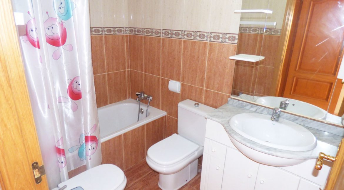 3 Bedrooms Apartment For Sale in First Line of Beach Torrevieja (7)