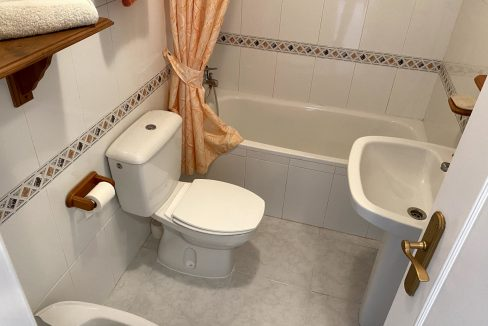 3 Bedrooms Renovated Bungalow For Sale with Community Pool (18)