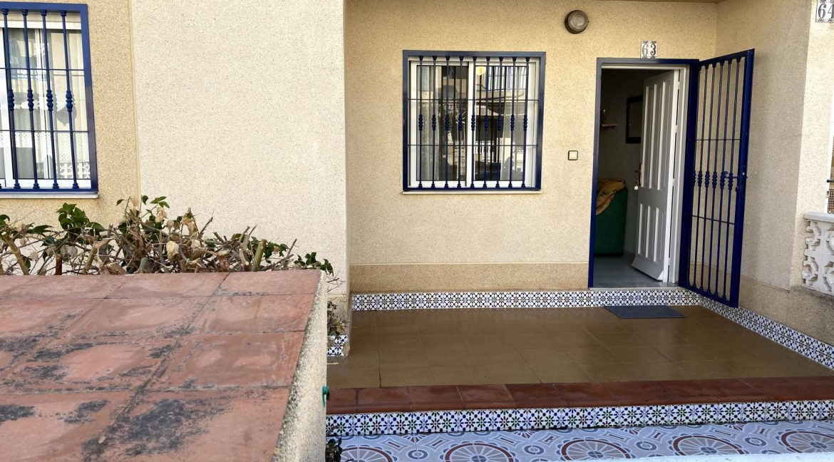 3 Bedrooms Renovated Bungalow For Sale with Community Pool (26)