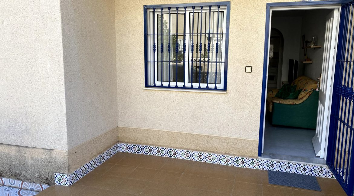3 Bedrooms Renovated Bungalow For Sale with Community Pool (28)