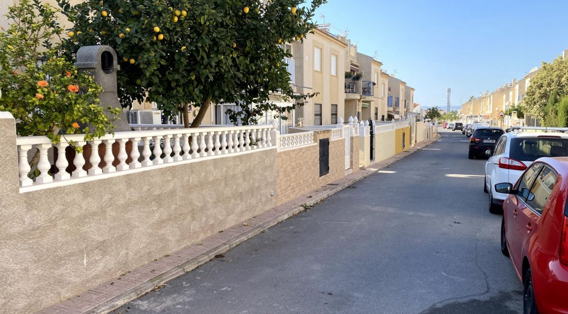 3 Bedrooms Renovated Bungalow For Sale with Community Pool (35)