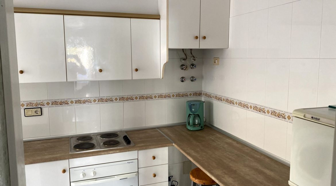 3 Bedrooms Renovated Bungalow For Sale with Community Pool (7)