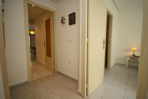 2 Bedooms Apartment For Sale in Torrevieja Near en Cura Beach with Lateral Sea Views (15)