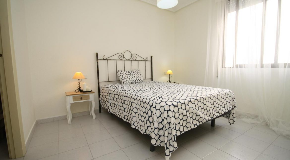 2 Bedooms Apartment For Sale in Torrevieja Near en Cura Beach with Lateral Sea Views (19)