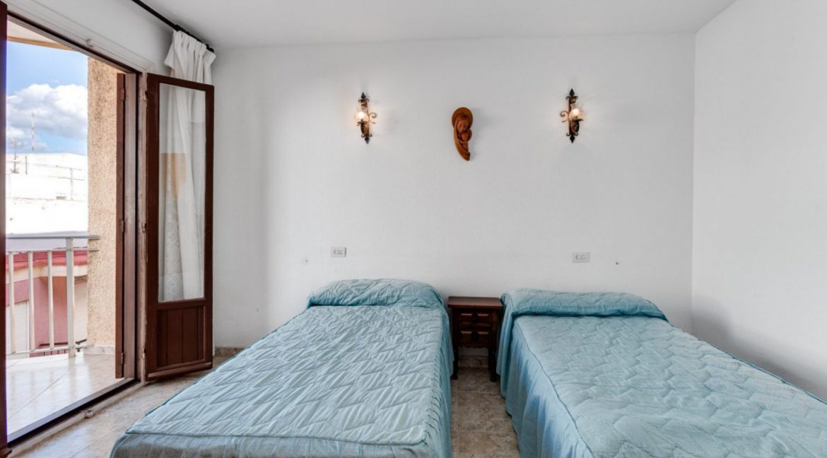 2 Bedrooms Apartment For Sale With Sea View In Torrevieja (12)