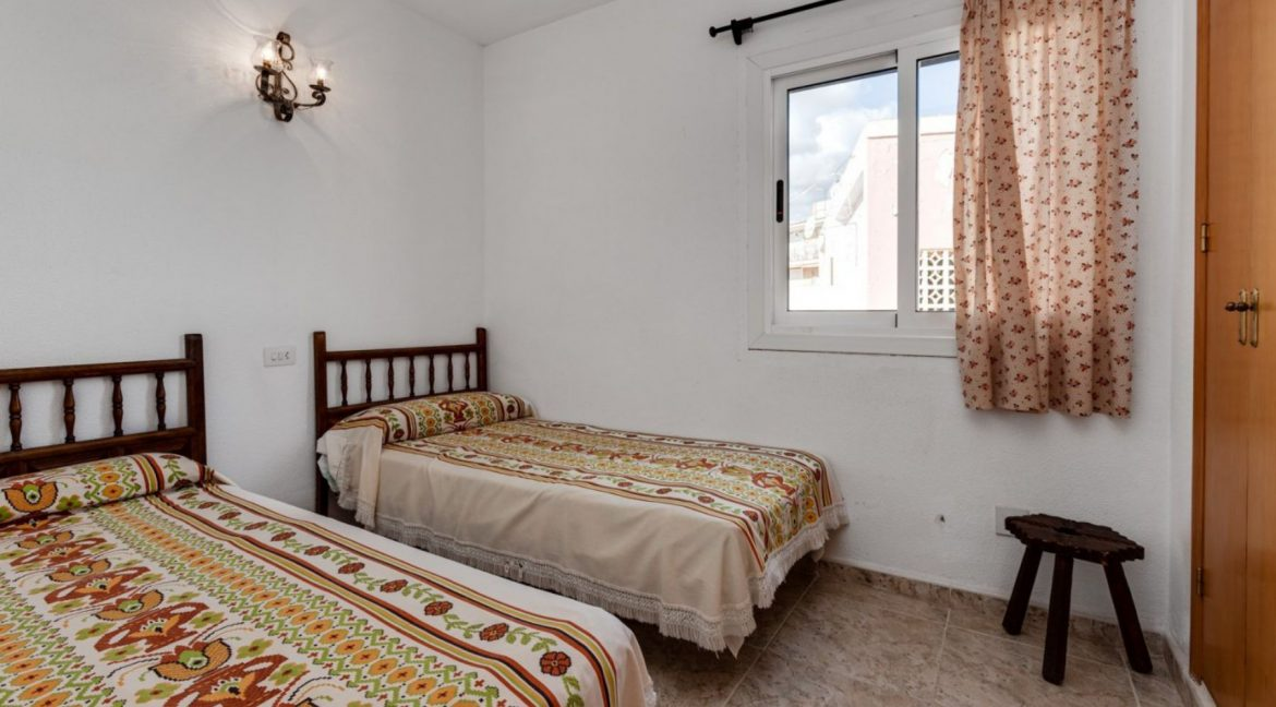 2 Bedrooms Apartment For Sale With Sea View In Torrevieja (16)