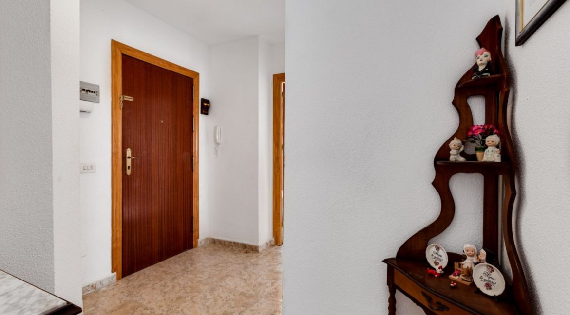 2 Bedrooms Apartment For Sale With Sea View In Torrevieja (18)