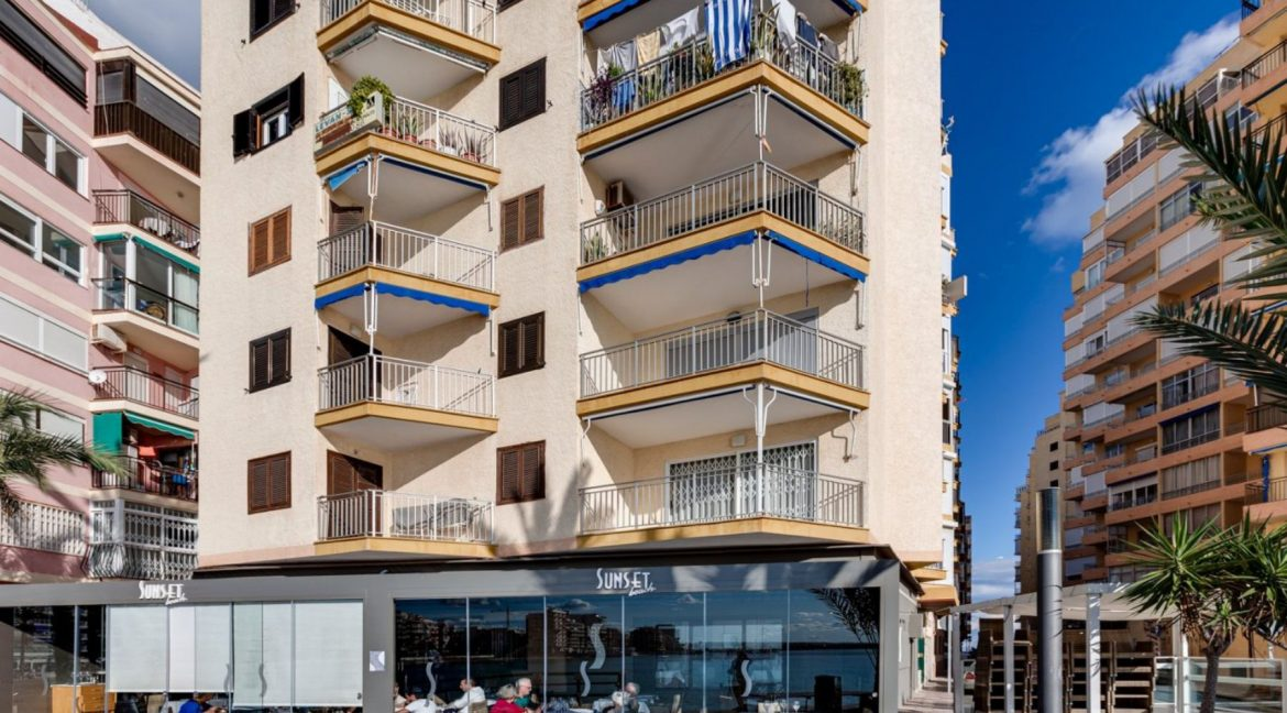 2 Bedrooms Apartment For Sale With Sea View In Torrevieja (25)