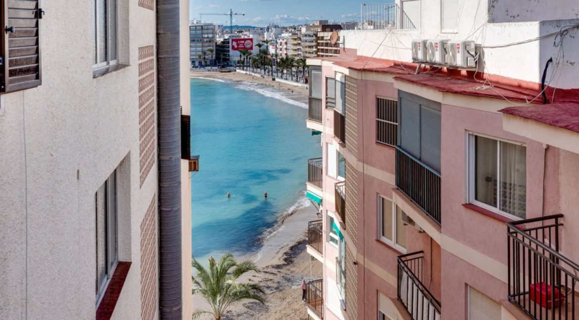 2 Bedrooms Apartment For Sale With Sea View In Torrevieja (4)
