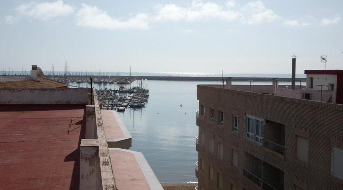 2 Bedrooms Apartment with Nice Terrace and Side Views of the Acequion Beach in Torrevieja (14)