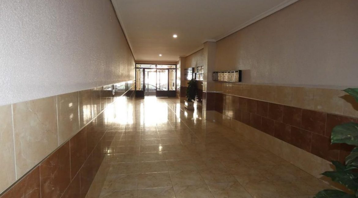 2 Bedrooms Apartment with Nice Terrace and Side Views of the Acequion Beach in Torrevieja (19)