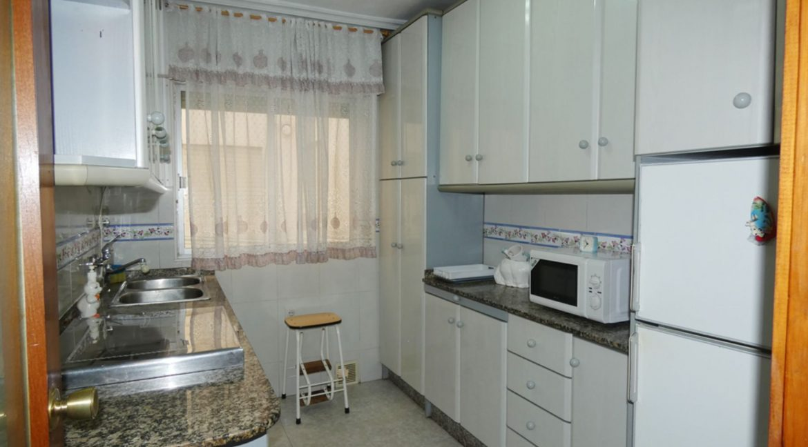 2 Bedrooms Apartment with Nice Terrace and Side Views of the Acequion Beach in Torrevieja (6)