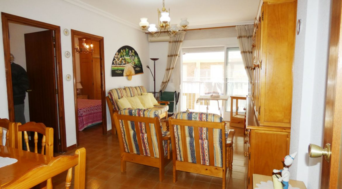 2 Bedrooms Apartment with Nice Terrace and Side Views of the Acequion Beach in Torrevieja (8)