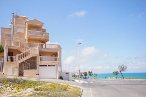 2 Bedrooms Corner Bungalow For Sale in La Mata Beach
