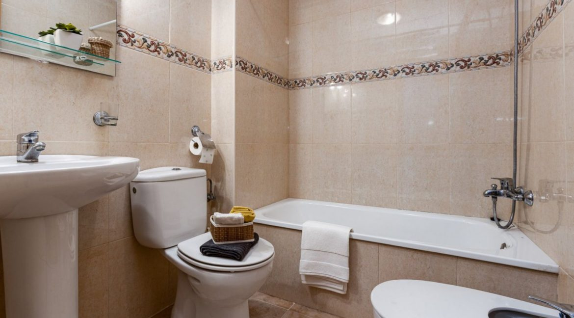 2 Bedrooms Ground Floor Apartment For Sale on Second Line of the Beach Torrevieja (10)