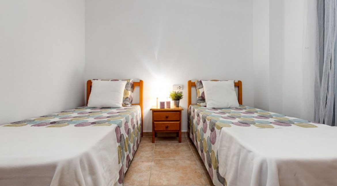 2 Bedrooms Ground Floor Apartment For Sale on Second Line of the Beach Torrevieja (13)