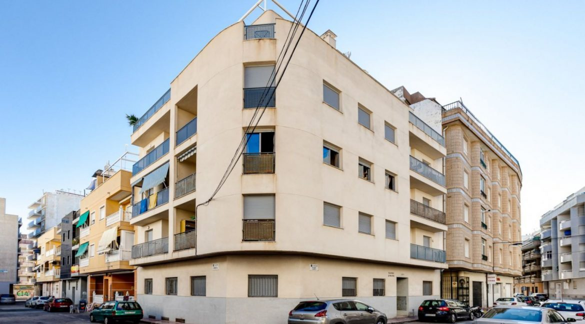 2 Bedrooms Ground Floor Apartment For Sale on Second Line of the Beach Torrevieja (14)