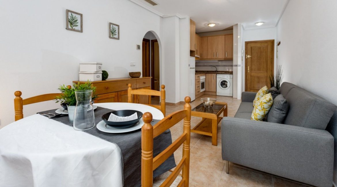 2 Bedrooms Ground Floor Apartment For Sale on Second Line of the Beach Torrevieja (2)