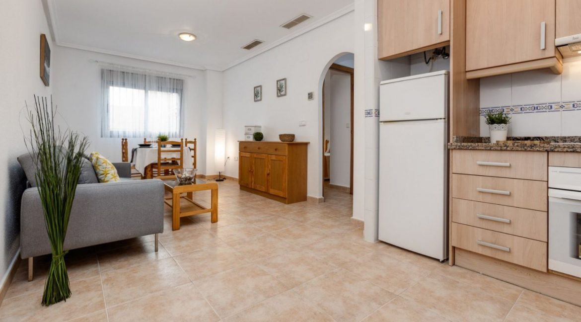 2 Bedrooms Ground Floor Apartment For Sale on Second Line of the Beach Torrevieja (3)