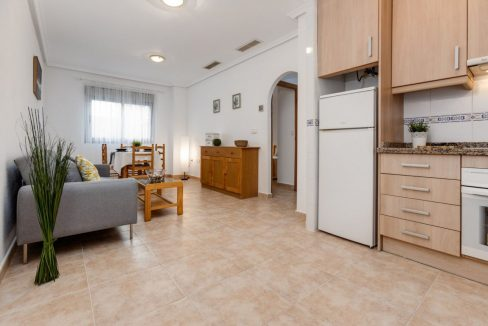 2 Bedrooms Ground Floor Apartment For Sale on Second Line of the Beach Torrevieja