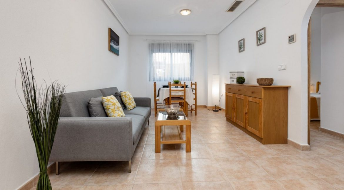 2 Bedrooms Ground Floor Apartment For Sale on Second Line of the Beach Torrevieja (4)