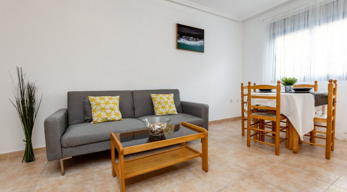 2 Bedrooms Ground Floor Apartment For Sale on Second Line of the Beach Torrevieja (5)