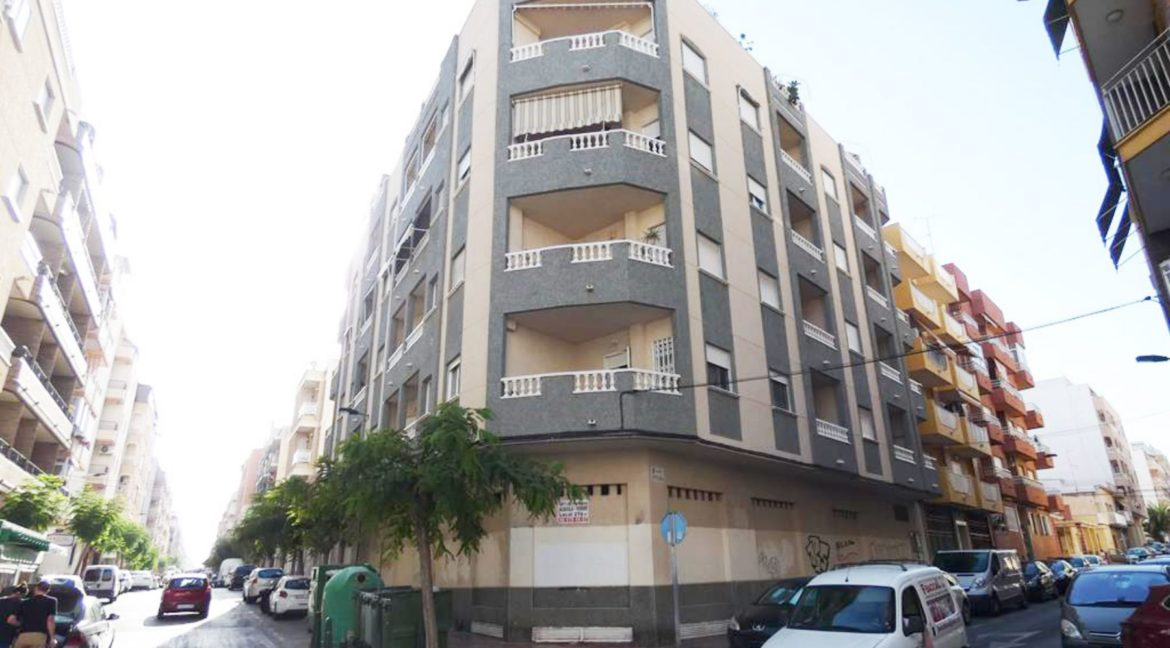 2 Bedrooms apartment For Sale Close to the Beach in Torrevieja (15)