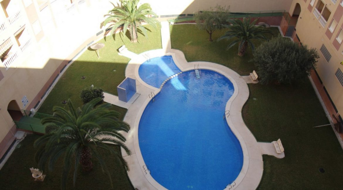 2 Double Bedrooms Apartment For Sale Close To The Beach In Torrevieja (10)