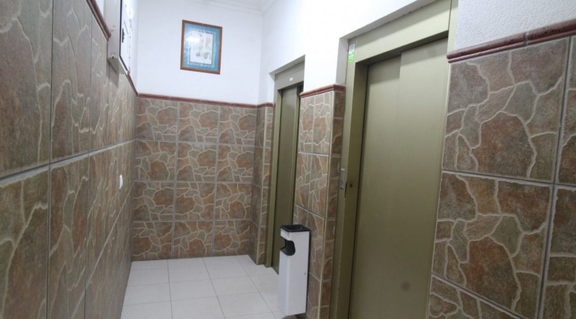 2 Double Bedrooms Apartment For Sale Close To The Beach In Torrevieja (15)