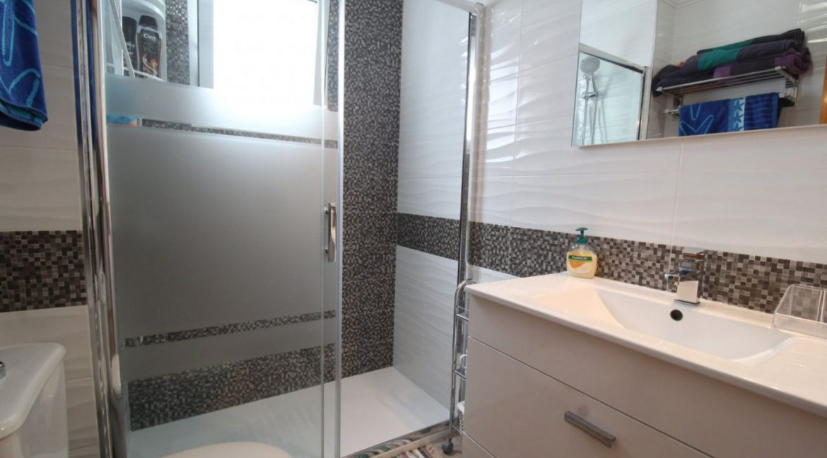 2 Double Bedrooms Apartment For Sale Close To The Beach In Torrevieja (16)