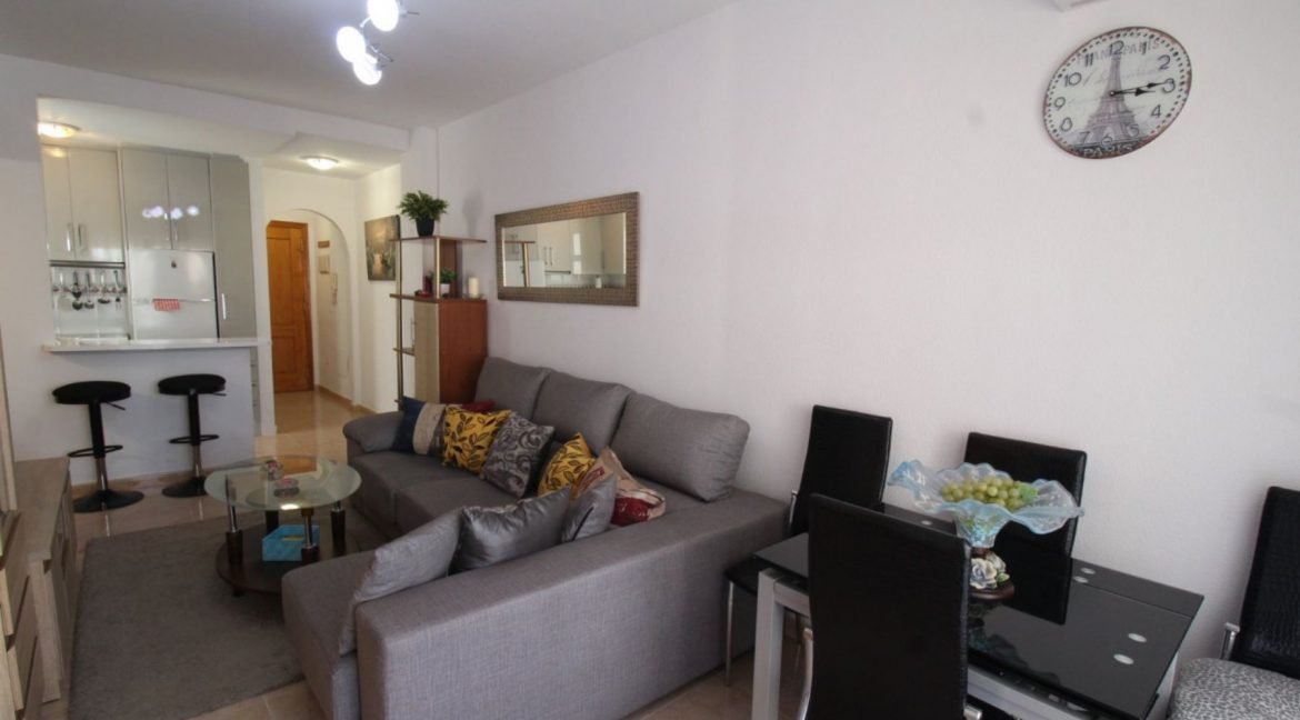 2 Double Bedrooms Apartment For Sale Close To The Beach In Torrevieja (18)