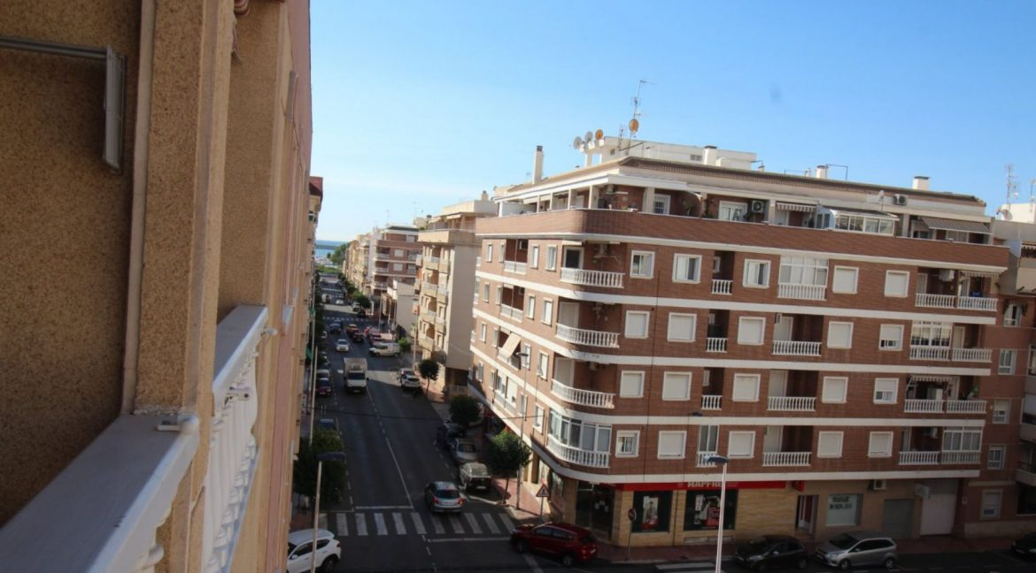 2 Double Bedrooms Apartment For Sale Close To The Beach In Torrevieja (21)