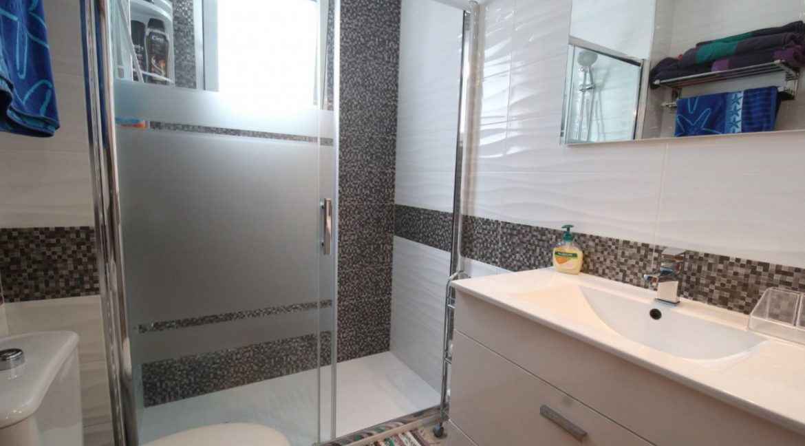 2 Double Bedrooms Apartment For Sale Close To The Beach In Torrevieja (22)