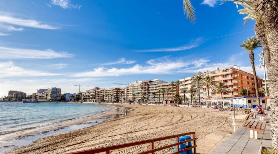 2 Double Bedrooms Apartment For Sale Close To The Beach In Torrevieja (25)