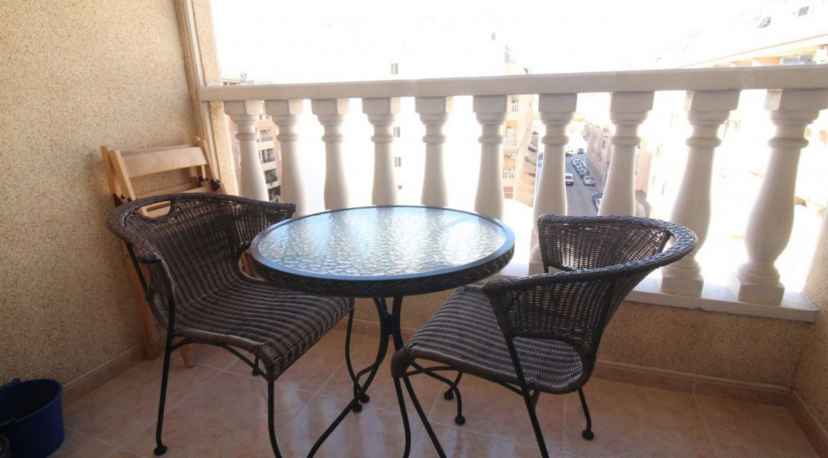 2 Double Bedrooms Apartment For Sale Close To The Beach In Torrevieja (3)
