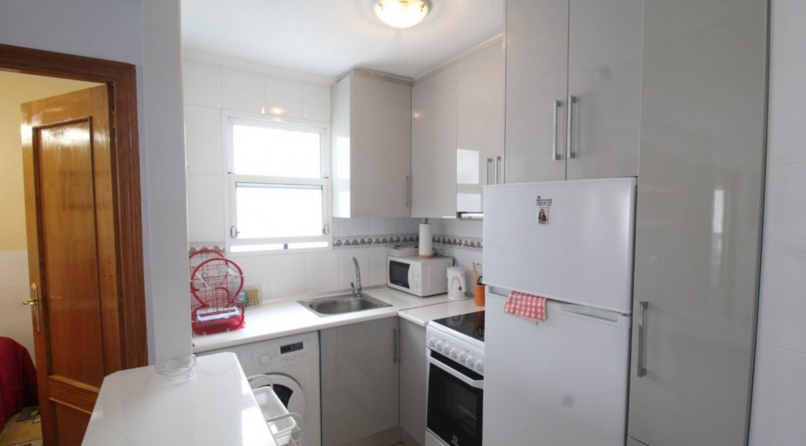 2 Double Bedrooms Apartment For Sale Close To The Beach In Torrevieja (8)