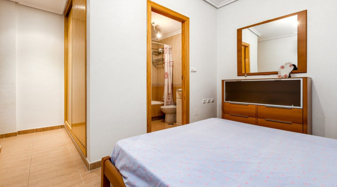 3 Bedrooms Apartment For Sale Just 500 Meters from El Cura Beach - Torrevieja (17)