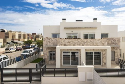 3 Bedrooms Townhouses with Solarium and Communal Pool in Torrevieja
