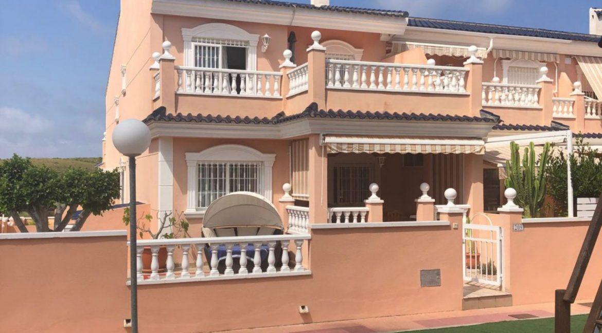 3 Bedrooms Villa For Sale With Private Garden And Large Bathroom En-Suite In Gran Alacant (2)