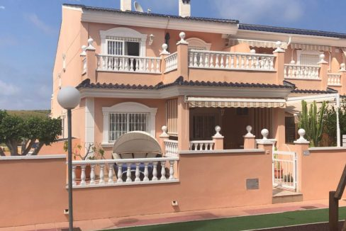 3 Bedrooms Villa For Sale With Private Garden And Large Bathroom En-Suite In Gran Alacant