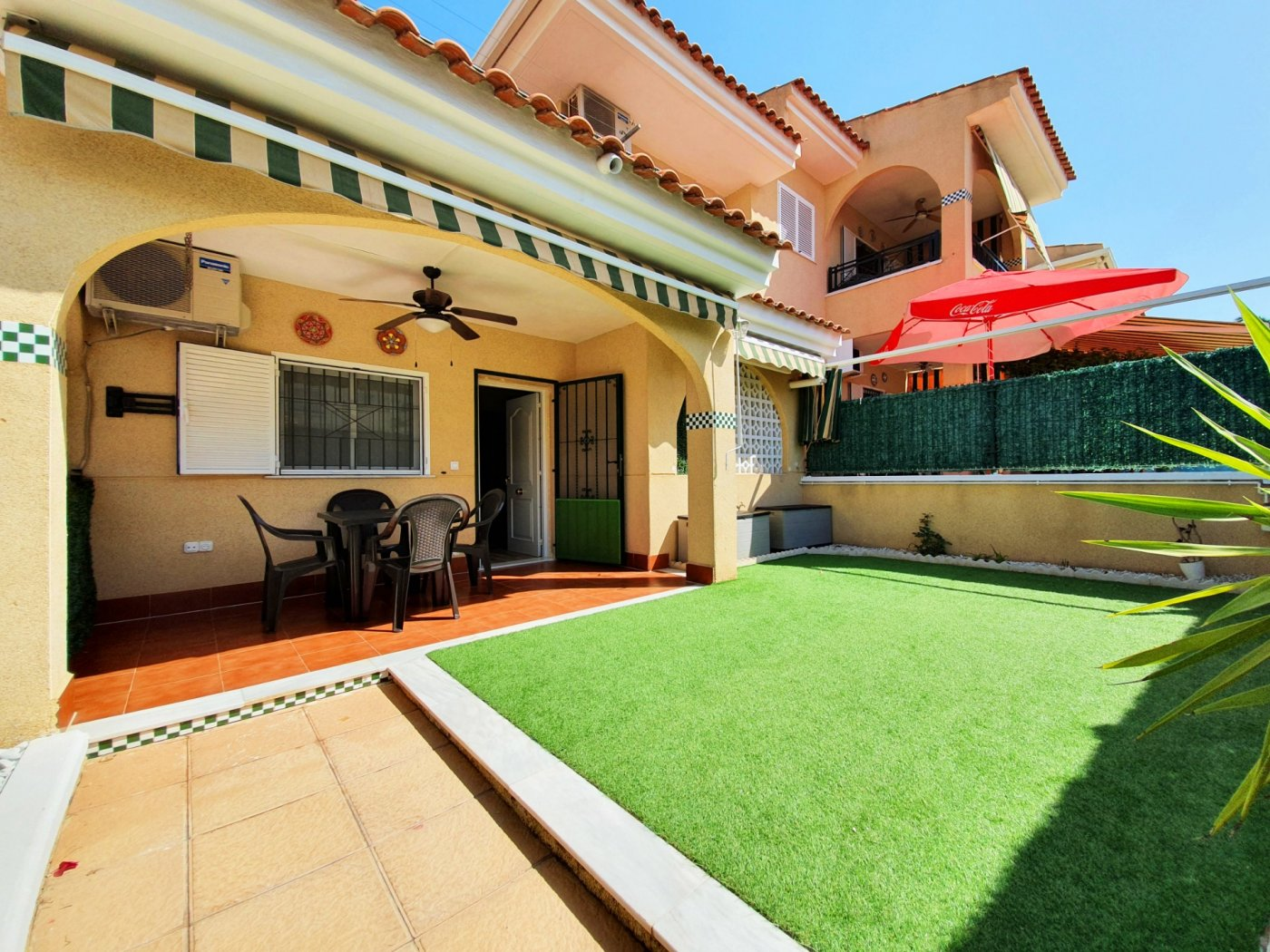 3 Bedrooms Corner House with Parking Space and Swimming Pool For Sale in Gran Alacant