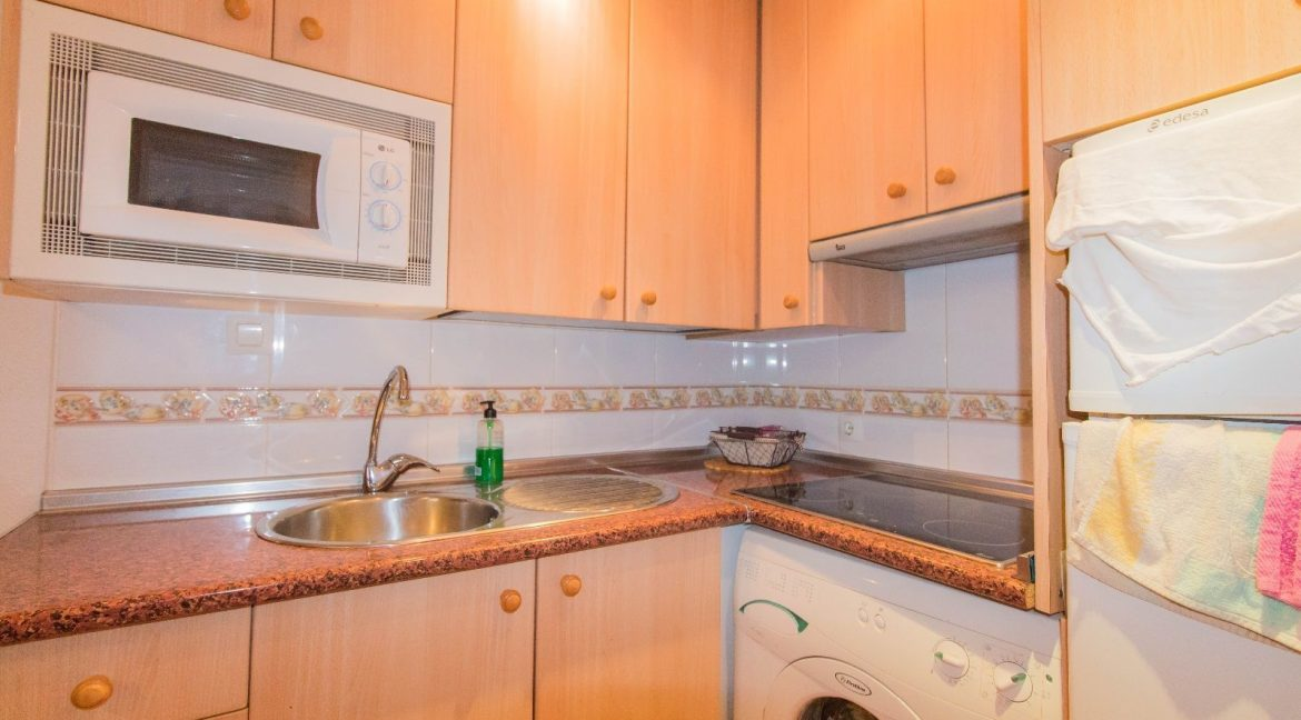 Bargain Torrevieja - 2 Bedrooms Top Floor Bungalow For Sale in Torrevieja (14)