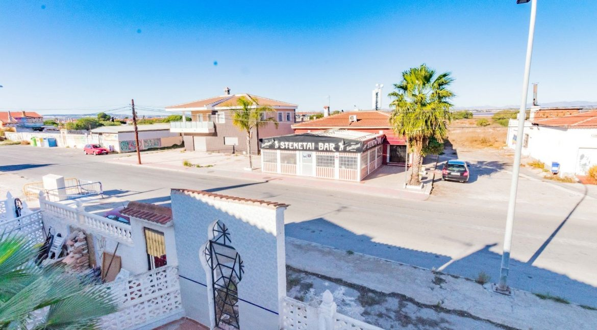 Bargain Torrevieja - 2 Bedrooms Top Floor Bungalow For Sale in Torrevieja (2)