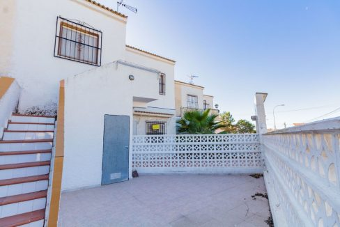 Bargain Torrevieja - 2 Bedrooms Top Floor Bungalow For Sale in Torrevieja (4)