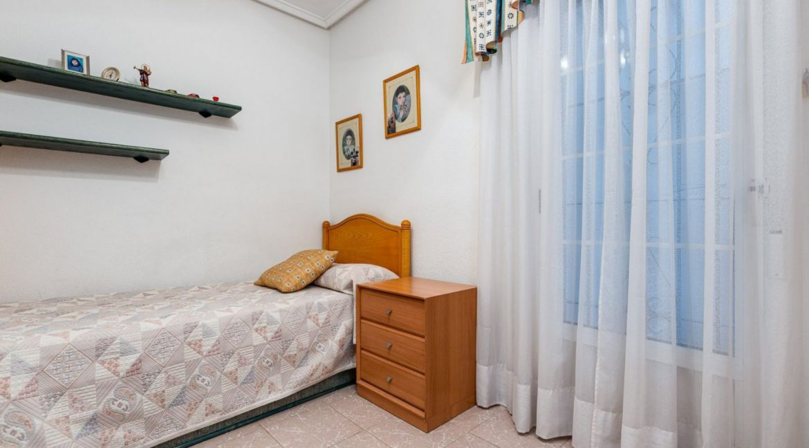 2 Bedrooms Apartment For Sale 200 Meters from La Mata Beach - Torrevieja (16)