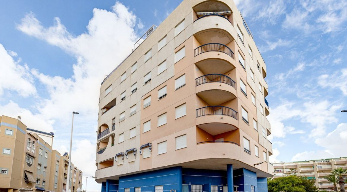 2 Bedrooms Apartment For Sale 200 Meters from La Mata Beach - Torrevieja (3)