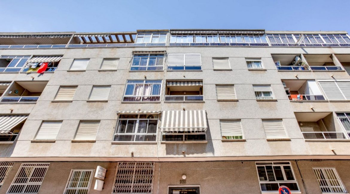 2 Bedrooms Apartment For Sale 400 Meters from El Cura Beach - Torrevieja (1)