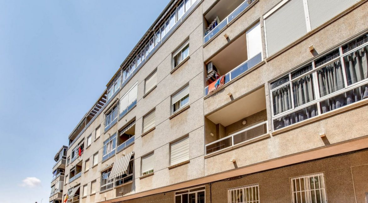 2 Bedrooms Apartment For Sale 400 Meters from El Cura Beach - Torrevieja (2)